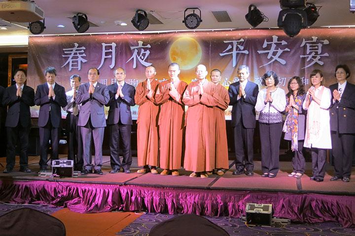 福智僧團帶領大眾一起祈願